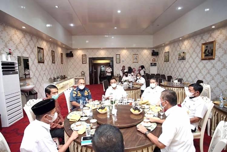 Pererat Sinergitas Antar Stakeholder, Bupati Inhil Gelar Coffee Morning Bersama Kepala Kantor KSOP Tembilahan