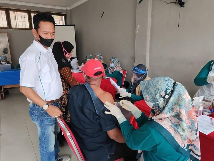 Kadin Inhil Laksanakan Vaksinasi Dosis II bagi Mahasiswa dan Masyarakat dengan Target 1000 Orang