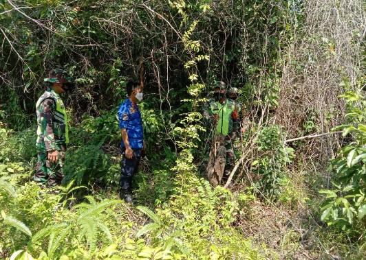 Babinsa Koramil 05/Rupat Secara Berkesinambungan Lakukan Patroli Lahan Rawan Kebakaran