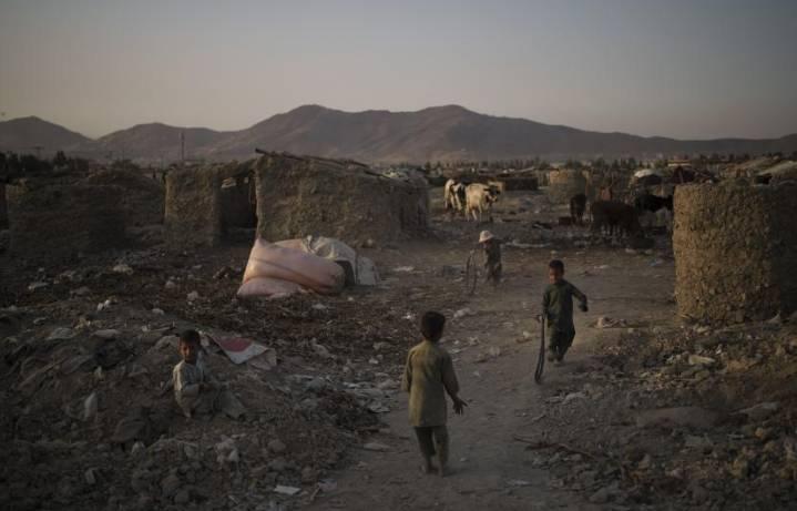 Akibat Krisis Ekonomi Di Afghanistan,Sebagian Orang Tua Nikahkan Anak Gadisnya Dibawah Umur Dengan Pria Paruh Baya Dengan Imbalan Uang