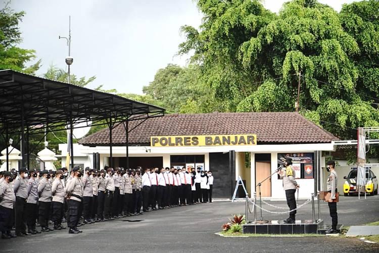 Kapolres Banjar Pimpin Apel Jam Pimpinan dengan Diikuti Personel Polres Banjar