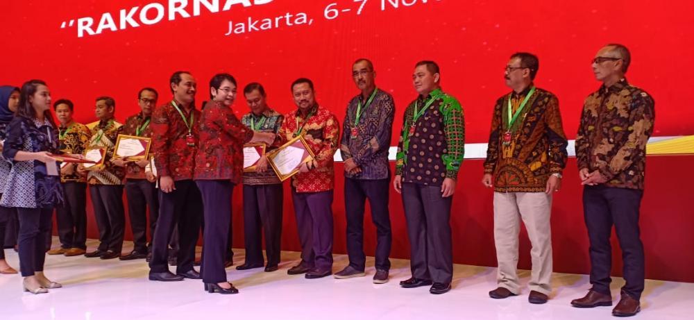 Bupati Kampar Terima Penghargaan National Procurement Award dari LKPP RI.