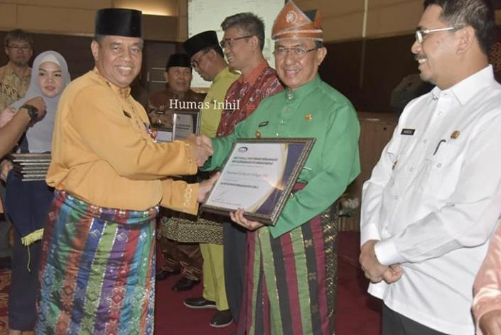 Ikuti Rapat Koordinasi Pengawasan Daerah(Rakoorwasda) Bupati Inhil HM Wardan Terima Penghargaan APIP & SPIP Level 3