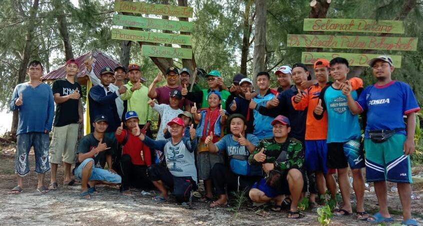 Pemerintah Dan Karang taruna Desa Sukadamai Gelar GORO Bersih Pantai  Pulau Beting Aceh  Rupat utara