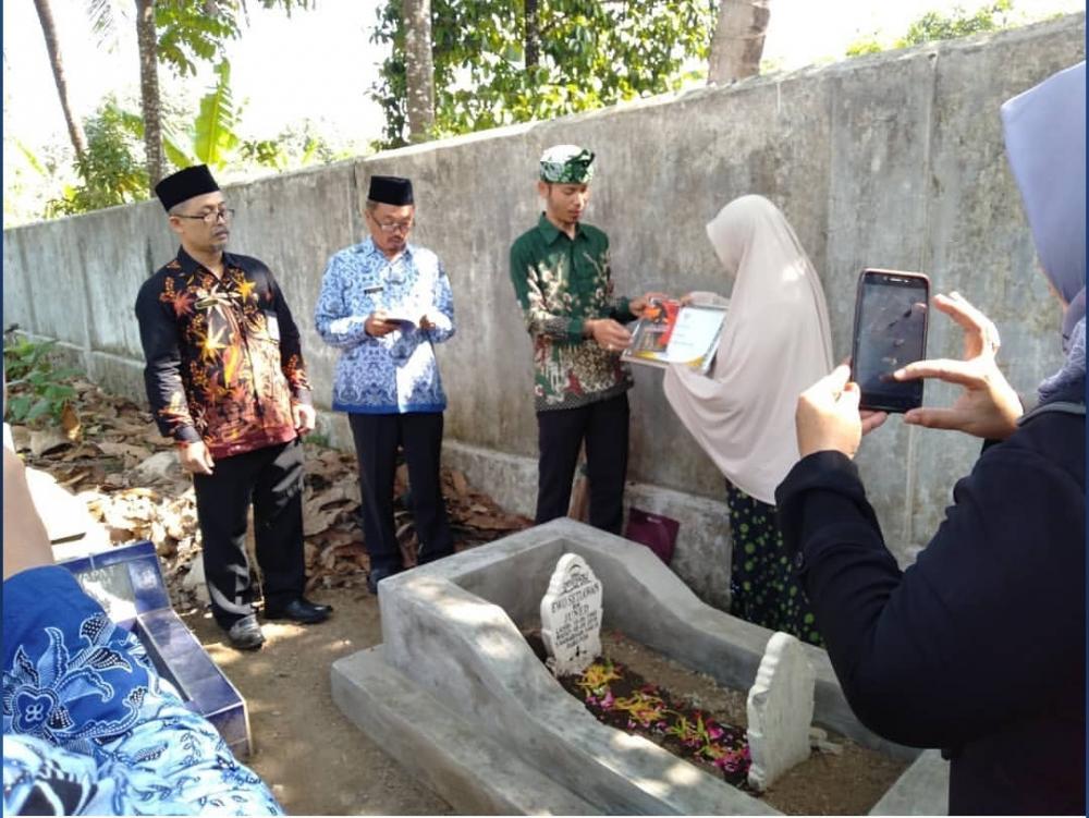 Peringati hari pahlawan, KPU Kota Banjar ziarahi Makam Pahlawan Demokrasi.