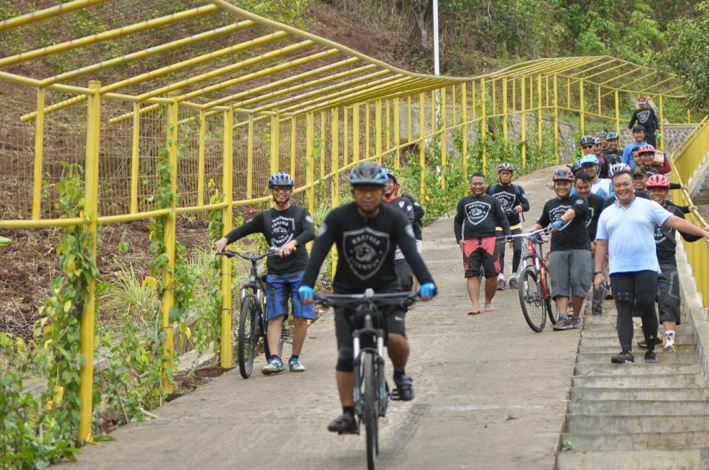 Kapolres Banjar Bersama Wakapolres Banjar dan personil Polres Banjar Laksanakan Olah Raga Bersepeda