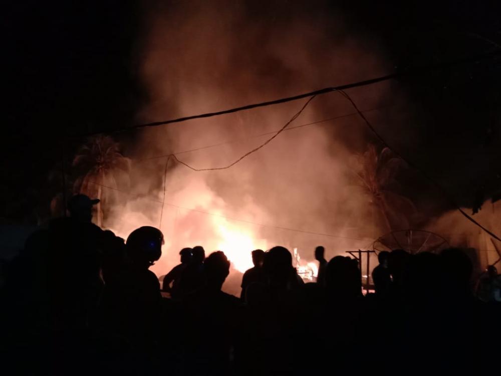 Tonton Video Kebakaran yang Terjadi Dini Hari di Tembilahan