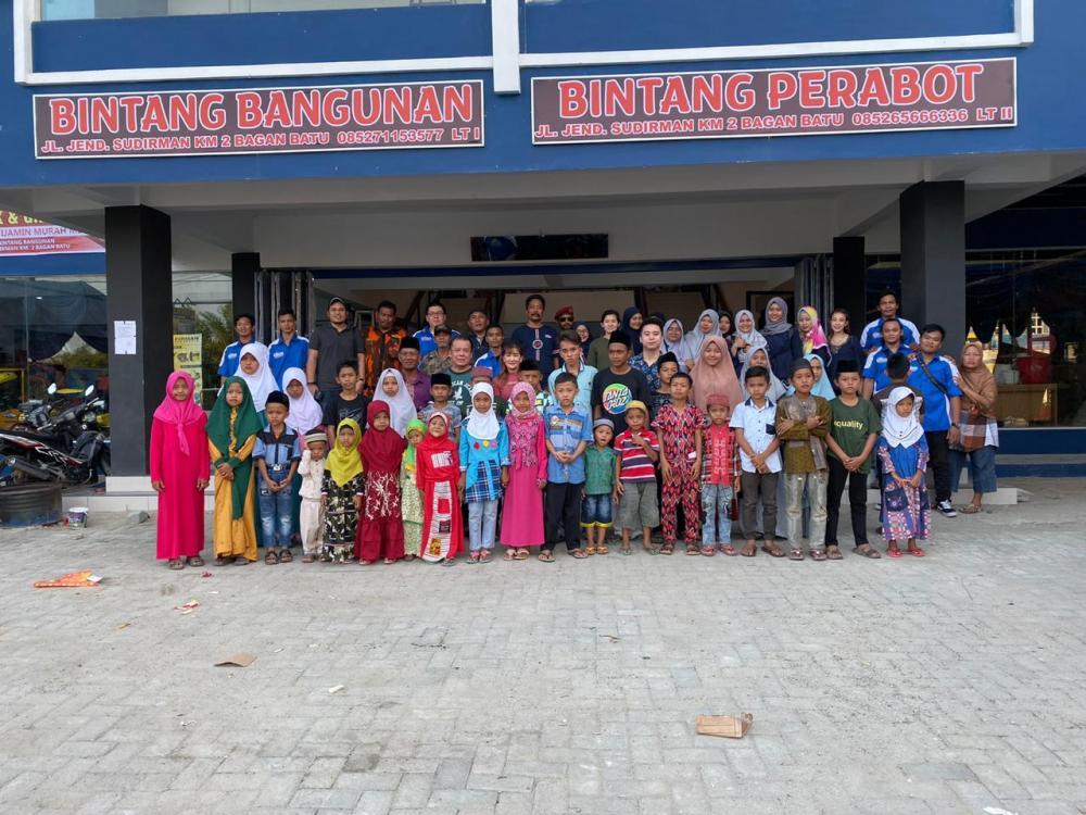 Opening Bintang Bangunan dan Perabot Diisi Santunan Anak Yatim Piatu
