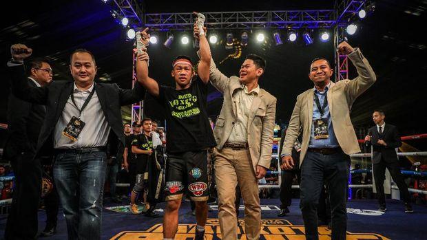 Daud Yordan Petinju Indonesia Menang TKO Atas Petinju Asal Afrika Michael Mokoena