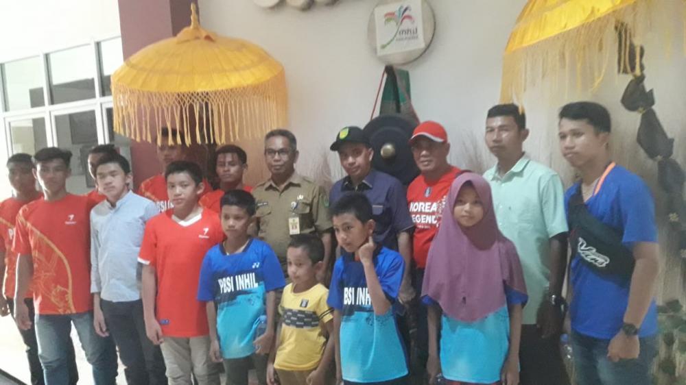 Ikuti Kejurdaprov Riau 2019 di Inhu,  Kadisparporabud dan Ketua PBSI Lepas Atlet Bulutangkis Inhil