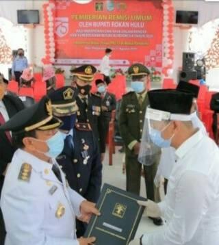 Bupati Rohul Serahkan SK Remisi Kepada Warga Binaan Lapas kelas llB Pasir Pengaraian