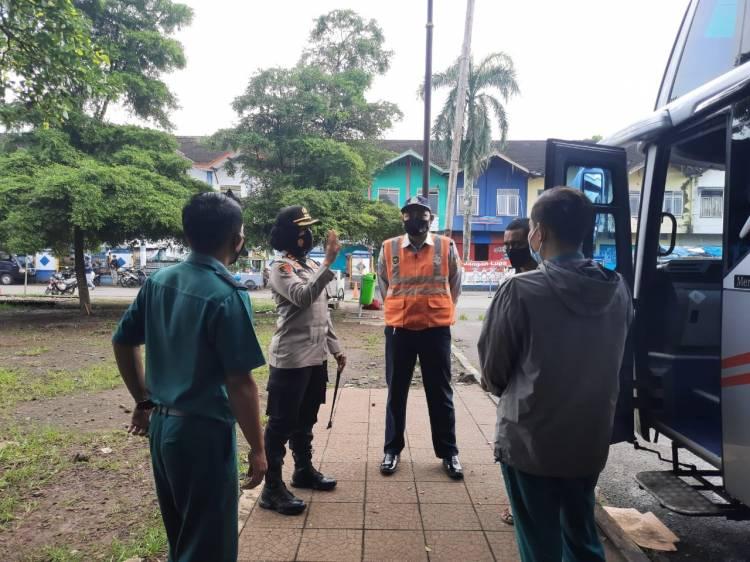 Kapores Banjar Ingatkan Awak Bus dan Calon Penumpang di Terminal Bus Banjar Patuhi Prokes