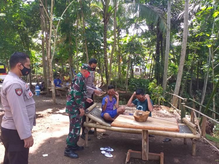 Sinergi Bhabinkamtibmas, Babinsa, dan Binas Desa Cek Sektor Ketahanan di Wilayah Binaannya