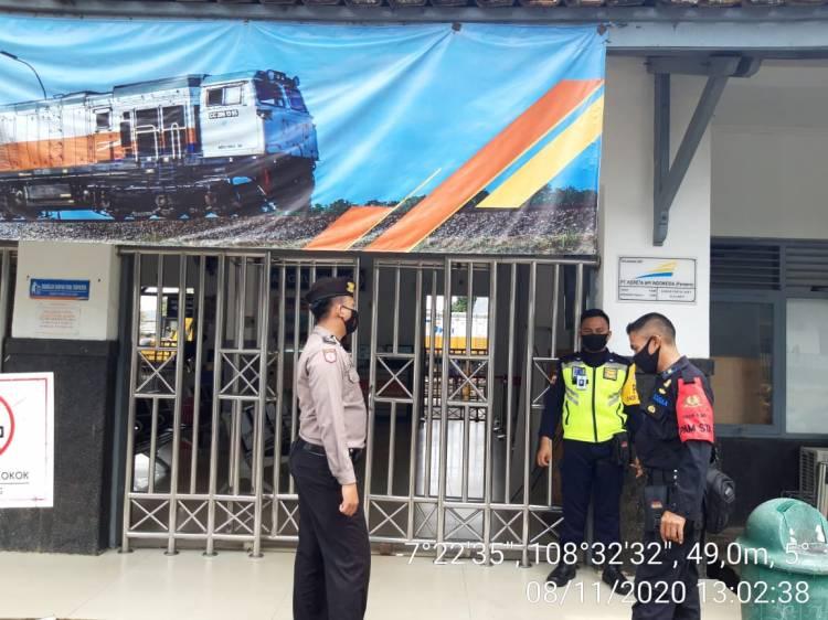 Patroli Polres Banjar Sampaikan Imabuan Protokol Kesehatan Kepada Polsuska dan Security