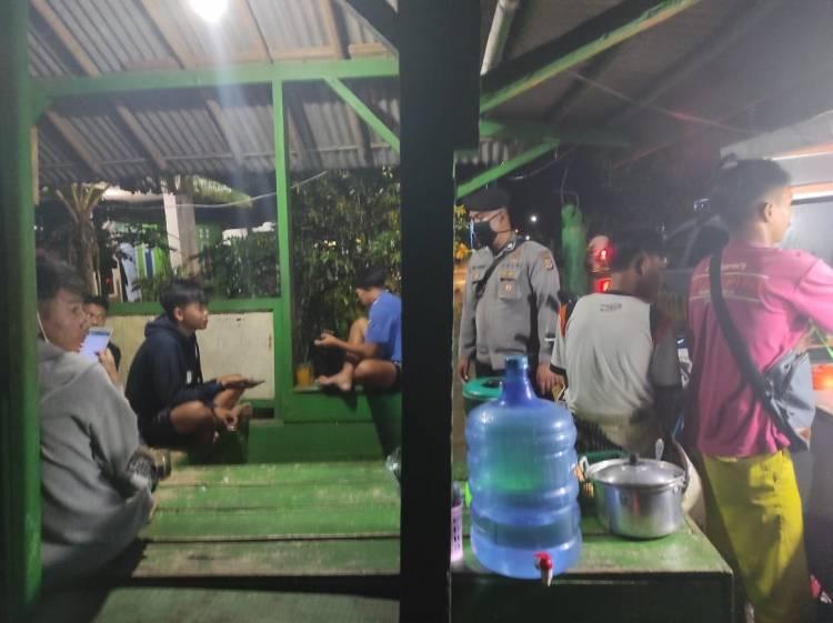 Patroli Malam, Unit Patroli Polsek Langensari Datangi Pos Ronda Sampaikan Imbauan Protokol Kesehatan