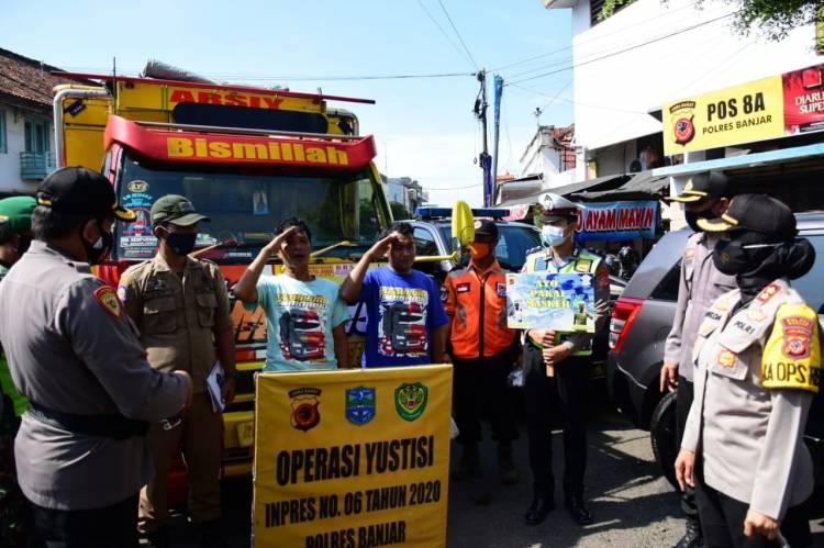 Kapolres Banjar Ingatkan Pengemudi Truk Patuh Protokol Kesehatan Covid-19