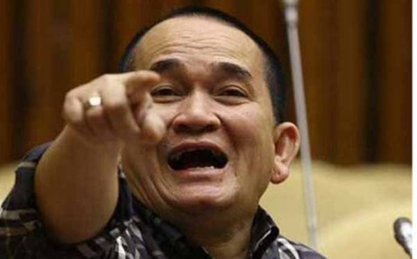 """Ruhut Sitompul Serang Kalangan Nyinyir,Luhut Dibilang """"Menteri Segalanya"""""""