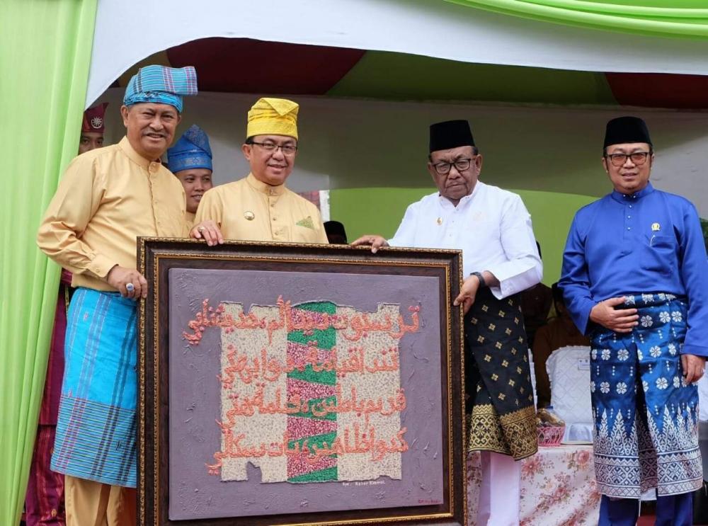 Bupati dan Wabup Inhil Ikuti Pawai Ta'aruf MTQ  XXXVII Provinsi Riau di Pekanbaru