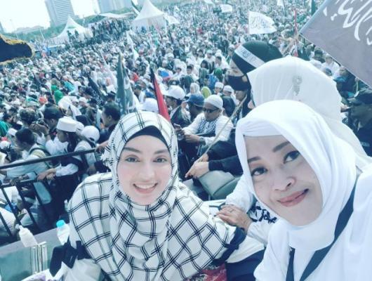 Fahira Idris dan Putri Habib Rizieq Shihab Hadir Di Reuni 212 di Monas