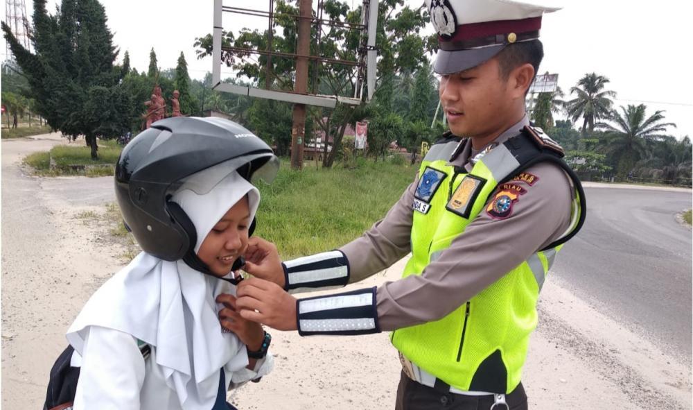Satlantas Polres Rohil Akan Tindak Tegas Bagi Pengendara Sepeda Motor yang Tidak Menggunakan Helm