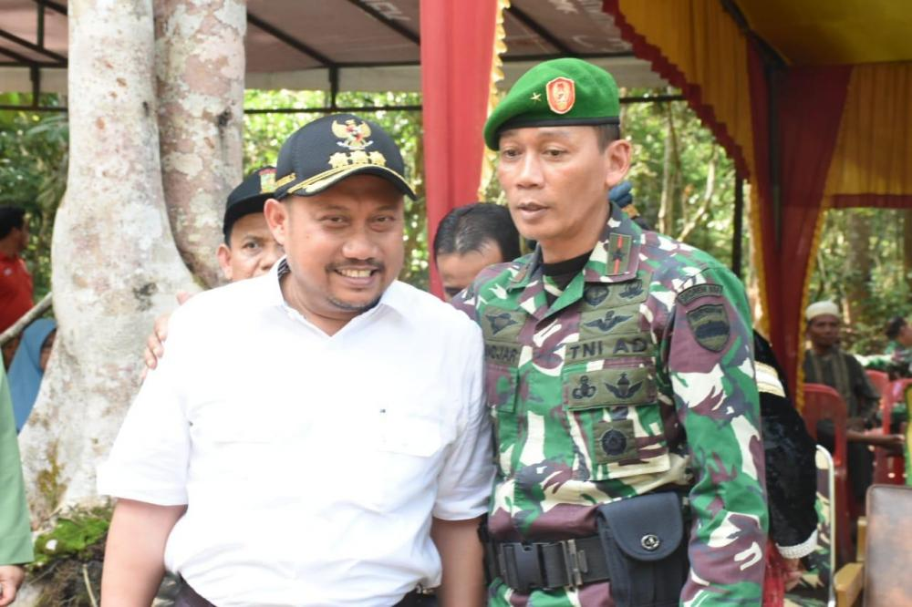 Peringati Hari Juang TNI AD, Danrem dan Bupati Kampar lakukan Penanaman pohon.