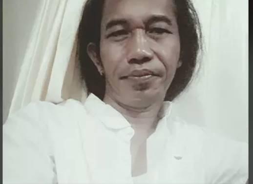 Dianggap Mirip Dengan Presiden Joko Widodo,Pria Berambut Gondrong Ini Viral Di Media Sosial