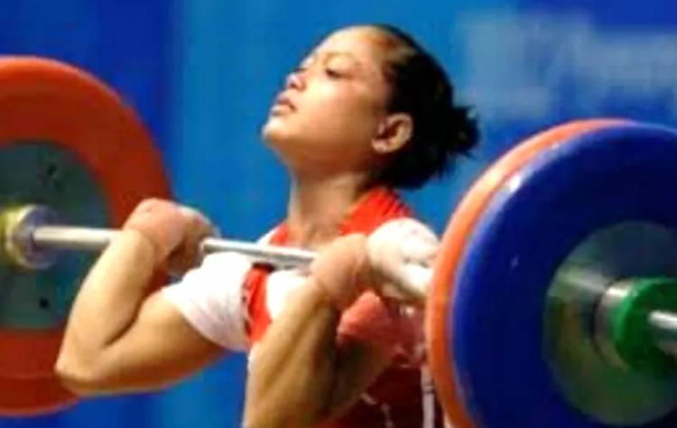 8 Tahun Berlalu, Atlet Angkat Besi Wanita Indonesia ini Dapat Bonus dari Pemerintah