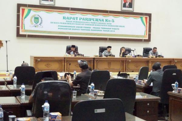 Paripurna Ke - III Masa Persidangan 1, DPRD Inhil Pertanyakan Sejumlah Ranperda Usulan Pemkab