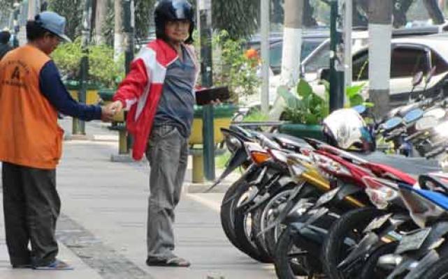 DPRD Kecam Tarif Parkir Motor Rp2000 di Belakang MP dan Depan Hotel Grand Zuri Pekanbaru