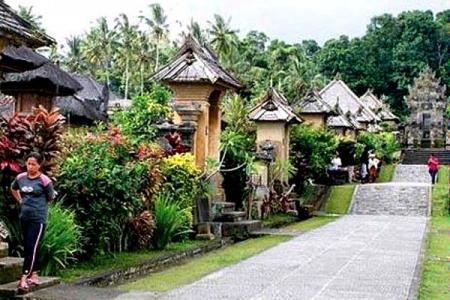 Desa Adat Harus Dipertahankan