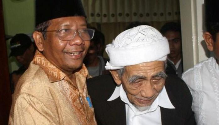 Mahfud MD Bertemu Mbah Mun, Bahas Pilpres 2019 ?.