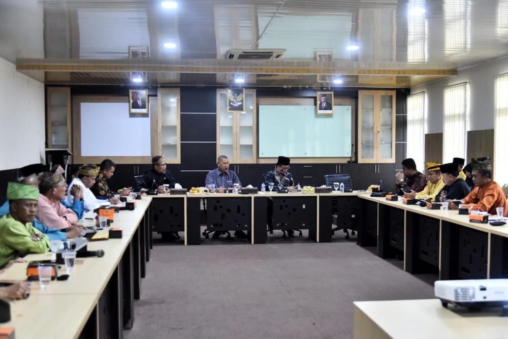 Wakil Bupati H.Syamsuddin Uti menerima Kunjungan Kerja Anggota DPR RI, serahkan Proposal Usulan Pembangunan Inhil.