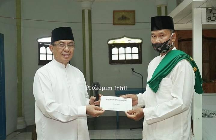Kunker Di Kecamatan Kempas, Bupati Inhil HM.Wardan jadi Imam dan Khatib Sholat Jum'at di masjid At-Taqwa